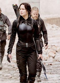 Mockingjay Katnis Everdeen (Jennifer Lawrence) - The Hunger Games The Hunger Games, Hunger Games Catching Fire, Hunger Games Trilogy, Hunger Games Costume, Mockingjay Costume, Katniss Costume, Famous Book Characters, Famous Books, Female Characters