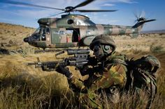 Dutch 11 Airmobile Brigade paratrooper during drills using South African Air Force Oryx helicopter. Military Life, Military Art, Military History, South African Air Force, Army Day, Defence Force, War Photography, African History, War Machine