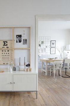 El apartamento que vais a ver hoy, es un claro ejemplo de como decorar un apartamento de forma sencilla con influencias escandinavas y sobr...
