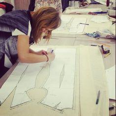 Вчера вечерка Нади Матюшевой приступила к макетам плечевой базы! #курсыкройкиишитья #grasser_department #grasser #sewing_courses