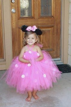 Minnie Mouse costume made from a tutu dress, too cute. Homemade Halloween Costumes, Cute Costumes, Diy Halloween Costumes, Costume Ideas, Halloween Halloween, Holidays Halloween, Mother Daughter Halloween Costumes, Halloween Clothes, Baby Costumes