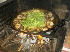 Paella valenciana sofriendo la verdura