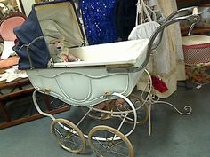 colour scheme works with original blue hood Vintage Pram, Vintage Dolls, Silver Cross Prams, Baby Trolley, Prams And Pushchairs, Baby Buggy, Dolls Prams, Pram Stroller, Baby Prams