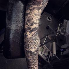 Sleeve tattoo . Stars roses dove