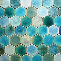 Hand-made clay tiles in the shape of cubes, glazed tiles in turquoise range, will be a beautiful decoration in the bathroom, kitchen or fireplace housing, these tiles can also be floor, standard installation, diagonal 14 cm, tiles like all art-tiles are resistant to temperature, water,
