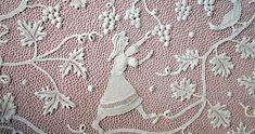 """L'arte del merletto d'Orvieto già detto """"Trina d'Irlanda"""", esiste fin dal XVII sec. Agli inizi del 900 l'istituzione dell'""""Ars Wetana"""" si prefiggeva come scopo la confezione di merletti con caratteristiche del tutto locali, riprendendo particolari e motivi artistici del Duomo Thread Crochet, Filet Crochet, Irish Crochet, Crochet Lace, Linens And Lace, Antique Lace, Bobbin Lace, Bridal Gifts, Clothing Patterns"""