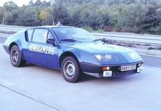 #alpine #a310 #gendarmerie #france #automobile #voiture #sportive #jante #jantes #quartierdesjantes quartierdesjantes.com