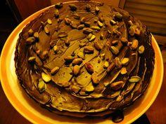 bolo de courgette com cobertura de chocolate e pistachio