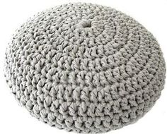 This pouf is made with Zpagetti t-shirt yarn. For a pouf cross cut you'll need about 275 yards Crochet Simple, Crochet Diy, Crochet Home, Crochet Crafts, Yarn Crafts, Crochet Birds, Crochet Animals, Crochet Pouf Pattern, Crochet Cushions