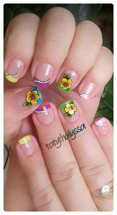 Wow, it is actually incredible so much. Creative Nail Designs, Diy Nail Designs, Creative Nails, Daisy Nails, Flower Nails, Spring Nails, Summer Nails, Finger, Bright Nails