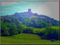 """Pour un Dauphinois, cette tour est un symbole. En ce lieu a été """"bâti"""" ce qui devint avec les années : Le Dauphiné..... Cette tour est l'emblème de l'ancienne puissance des Dauphins d'Albon."""