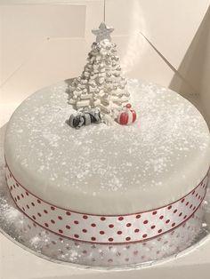 Christmas cake laced with Brandy 😊 Christmas Cake Designs, Christmas Cake Decorations, Christmas Cakes, Holiday Cakes, Christmas Desserts, Christmas Treats, Christmas Dinner Menu, Christmas Cooking, Coco Chanel Cake