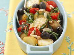 Kartoffelgratin mit Cherrytomaten, Oliven und Rucola ist ein Rezept mit frischen Zutaten aus der Kategorie Fruchtgemüse. Probieren Sie dieses und weitere Rezepte von EAT SMARTER!