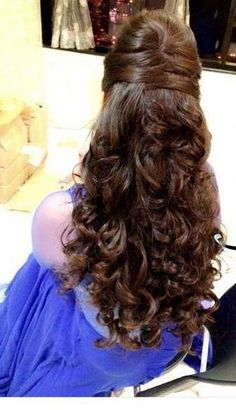 Top 9 Indian Engagement Hairstyles That Can Redefine Your Style wedding engageme. wedding engagement hairstyles 2019 - wedding and engagement 2019 Wedding Hairstyles For Long Hair, Bride Hairstyles, Trendy Hairstyles, Hair Wedding, Hairstyle For Indian Wedding, Indian Hairstyles For Saree, Hairstyles Haircuts, Open Hair Hairstyles, Hairstyles For Gowns