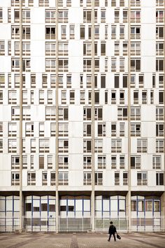 Photos of Parisian architecture by Samuel Gazé - cate st hill Fotos der Pariser Architektur der Jahre von Samuel Gazé Detail Architecture, Parisian Architecture, Amazing Architecture, Interior Architecture, 1970s Architecture, Installation Architecture, Facade Pattern, Photocollage, Building Facade