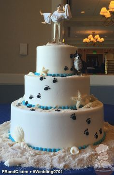 Love your dog so much they need to be on the wedding cake? This is a cute coastal cake idea to make it happen.