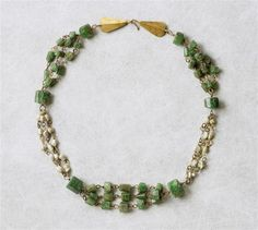 Necklace with triple chains - emerald, gold. Half of the 3rd century AD. Roman. | Louvre Museum.