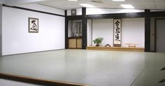 Zen Aesthetic Principles in Budo In the training halls that come from the Japanese martial li. Small Studio Apartment Design, Home Room Design, Room Interior Design, House Design, Interior Ideas, Japanese Dojo, Japanese House, Appartement Design Studio, Martial Arts Gym