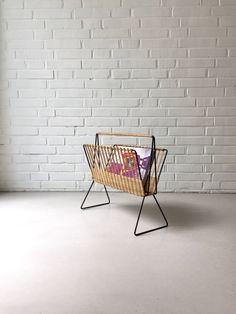Vintage Zeitschriftenständer, Rattan Zeitschriften Ablage, 50ziger Jahre, String, Rattan, Mid Century modern, Denmark von moovi auf Etsy