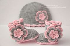 Crochet child set, booties and hat, footwear, boots, beanie, pink, silver gray, grey, photograph prop, zero-three months, child bathe present, Christmas. *** Learn even more at the photo link