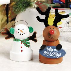 Adorable little snow man and Rudolph made from mini terra cotta pots. Great gift for kids to give parents!