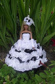 Barbie Crochet Gown, Crochet Doll Clothes, Barbie Dress, Barbie Clothes, Barbie Style, Habit Barbie, Barbie Wedding, Glamour Dolls, Barbie Patterns