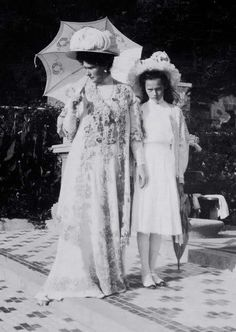 Tsarina Alexandra Feodorovna and her daughter Tatiana
