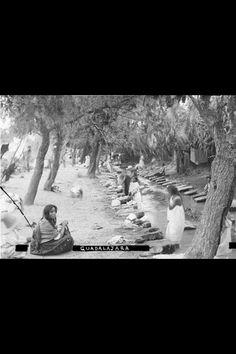 Mujeres lavando en el Río San Juan de Dios - 1890