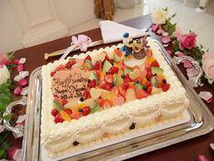 089 お二人の大好きなドナルドとデイジーの舞台は、フルーツとハートチョコが乗った華やかかわいいケーキ!