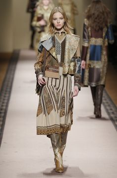 Etro Woman Autumn Winter 15-16 Fashion Show - Discover more on www.etro.com