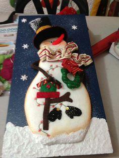 Cuadro 2 muñeco de nieve Christmas Fabric, Felt Christmas, Diy Christmas Ornaments, Christmas Projects, Christmas Time, Christmas Decorations, Xmas, Christmas Pictures, Fabric Decor