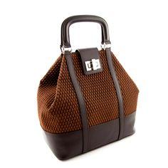 Duża torebka wykonana z najwyższej jakości naturalnej włoskiej skóry. Torebka ma bardzo ciekawą fakturę, to połączenie skóry licowej z niespotykaną dotąd fakturą z zamszu.  http://styloskop.pl/produkt/495,Styloskop_25