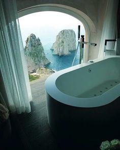 Tub with a view in Capri. 🖼 #ilovebathroomideas #inspiration #dreamhouse #apartmenttherapy #interiorinspiration