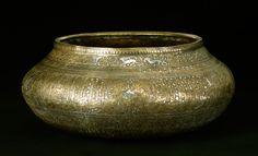 Skål af messing, graveret og indlagt med sølv og guld Iran, Shiraz?; mellem 1343 og 1353