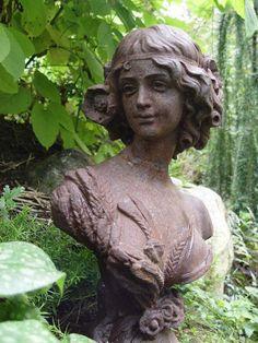 Valurautainen naispatsas Garden Sculpture, Buddha, Iron, Statue, Outdoor Decor, Sculpture, Sculptures, Steel