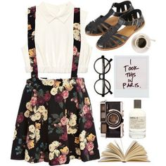 Cute floral summer look for a walk or just a chill day in a park