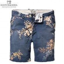 Scotch & Soda - Men's Navy Floral Print Chino Shorts I kind of like these. Fashion Moda, Men's Fashion, Blue Chinos, Hipster, Chino Shorts, Men's Shorts, Bermuda Shorts, Scotch Soda, Floral Shorts