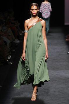 Marcos Luengo Madrid Frühjahr/Sommer 2020 - Kollektion - 2020 Fashions Woman's and Man's Trends 2020 Jewelry trends Vogue Fashion, India Fashion, Runway Fashion, Fashion Show, Fashion Design, High Fashion, Classy Fashion, Bridal Fashion, Fashion Tips