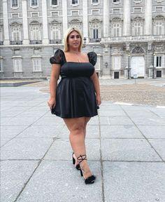 Curvy Fashion, Plus Size Fashion, Big Legs, Ssbbw, Chic, Lady, Skirts, Model, Curvy Style