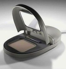 A makeup mouse? That's interesting.