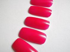 hot pink fake nail tips dark pink semi matte di LaSoffittaDiSte