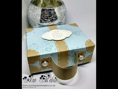 Gorgeous Suitcase Style Gift Box Using Wood Words Paper Gift Bags, Paper Gifts, Diy Paper Purses, Kosmetik Box, Creative Box, Craft Box, Craft Ideas, Crafts To Make And Sell, Diy Box