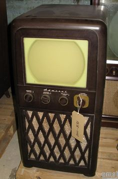 "Admiral 10"" bakelite console television receiver, 1950 Televisions, Tvs, Vintage Appliances, Tv Sets, Sound & Vision, Box Tv, Ham Radio, Style Ideas, Console"