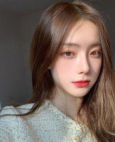 Makeup Korean Style, Korean Natural Makeup, Korean Eye Makeup, Asian Makeup, Korea Makeup, Pretty Korean Girls, Cute Korean Girl, Korean Beauty Girls, Asian Beauty