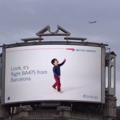 「MAGIC OF FLIYNG」BRITISH AIRWAYS Ogilvyone LONDON   ブリティッシュ・エアウェイズは「#lookup in Piccadilly Circus」「#lookup」キャンペーンの一環として、ロンドンのピカデリー・サーカスで行われたO...