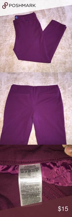 Old Navy Pixie Mid-Rise Purple/Fuchsia Pants Like new Old Navy Pixie Mid-Rise Purple/Fuchsia Pants. Stretchy material and very comfortable. Very figure flattering to the bottom. Old Navy Pants Capris