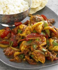 chicken jalfrezi: chicken red and green bell peppers garlic hot chiles tomato cumin garam masala mustard seeds turmeric onion ginger cilantro. Indian Food Recipes, Asian Recipes, Healthy Recipes, Chicken Jalfrezi Recipe Pakistani, Chettinad Chicken, Shireen Anwar Recipes, Comida India, Chicken Recipes, Chicken