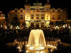 Hotel de Paris in Monte Carlo! I just watched Monte Carlo the movie and now I REALLY want to go. Casino Monte Carlo, Monte Carlo Monaco, Casino Royale, Tulalip Casino, Casino Buffet, Casino Night, Villas, Wonderful Places, Beautiful Places