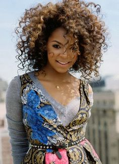 Ashanti with an afro, curly hair, natural hair. Short Natural Curly Hair, Natural Hair Care, Natural Hair Styles, Curly Blonde, Black Power, My Hairstyle, Cool Hairstyles, Hair Afro, Locks
