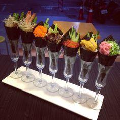 Fancy Food Presentation, Sushi Sauce, Japanese Food Sushi, Sushi Platter, Sushi Party, Salmon Dishes, Gourmet Cooking, Sushi Recipes, Food Places